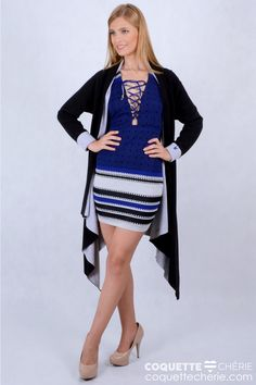 Um dos vestidos preferidos das consultoras de moda da Coquette Chérie! O vestido tem estampa geométrica, modelagem justa, além de um decote sensual com amarração. Para as mais ousadas! -- Aniversário -- Balada -- Festa