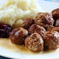 Easiest Swedish Meatballs in Crockpot Swedish Meatballs Crockpot, Swedish Meatball Recipes, Crock Pot Meatballs, Sweedish Meatballs, Slow Cooker Recipes, Gourmet Recipes, Beef Recipes, Cooking Recipes, Frugal Recipes