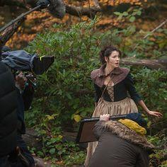 Foto: La nostra Cait in azione dal sul set di #Outlander :) (via outlander_starz instagram)