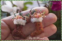 Tiny Ter Miniatures: Tiny socks filled with cane candy - inspiration for Christmas stockings