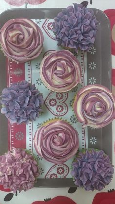Experimenting with colours, roses & hydrangea cupcakes