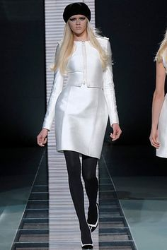 Versace Fall 2007 Ready-to-Wear Fashion Show - Daria Werbowy