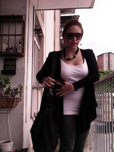 Cardigan negro modelo Julieta de  Margot Diseños