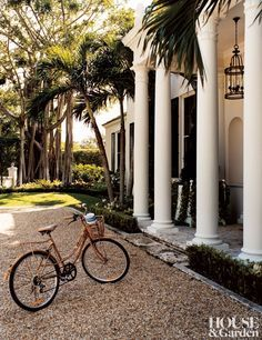 The stately exterior of this 1939 Palm Beach, Florida, home is vintage Georgian Revival style.