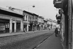 Uranus-Antim-Rahova neighborhood before demolition, Bucharest - Dan Vartanian photos and others : danperry — LiveJournal Restaurant Photos, Vintage Architecture, Old City, Romania, Old Photos, Chile, The Neighbourhood, Dan, Cinema