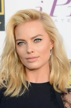 Margot Robbie - Don't look at the winged eye  - Skin is flawless - Hair is beautiful