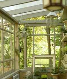 ガーデンハウスのレトロな窓 もっと見る