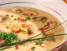 Supă fină cu ciuperci şi kaizer Romanian Recipes, Romanian Food, Soups And Stews, Cheeseburger Chowder, Chili, Drink, Cooking, Ethnic Recipes, Recipies