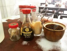 クイッティオ屋にて おっと思ったけどやっぱり魚醤 全部のテーブルがこれだったから 使いやすさから選ばれたのかな 珍しい景色 . . . #thailand #trip #travel #worldtraveler #restaurant #scenery #タイ #旅 #風景 #食堂 #ナンプラー #kikkoman