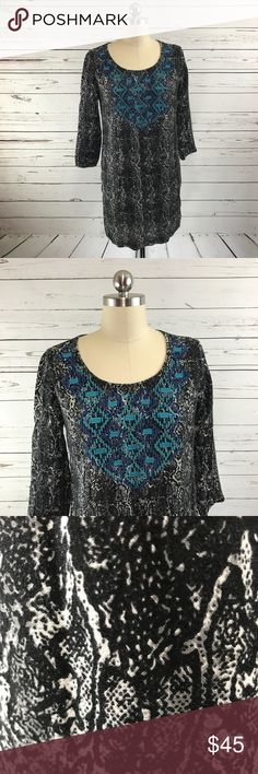 Ecote U.O. Snake Print Embroidered Dress Sz M Urban Outfitters ecote snake print mini dress  • women's size medium  • Black snake print on white background  • Blue embroidery  • no stretch   Please note:  Good condition. This style runs small and does not offer any stretch. Measurements are provided in item description   Measurements (taken with garment laying flat):   Hem width: 19 inches   Armpit-to-armpit: 16.5 inches   Shoulder to hem length: 30 inches   Sleeve length: 17 inches…