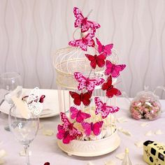 5 fabulous wedding table centres with the wow factor Beautiful butterfly birthday cake. Butterfly Birthday Party, Butterfly Baby Shower, Butterfly Wedding, Wedding Flowers, Party Table Decorations, Party Centerpieces, Wedding Decorations, Quince Decorations, Centerpiece Ideas