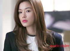 I love her hair cut! Long with layers. Korean Haircut Long, Korean Hairstyle Long, Korean Short Hair, Hair Color Balayage, Blonde Color, Jun Ji Hyun Hair, Kpop Hair Color, Blond Ombre, Korean Beauty