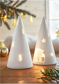 White Christmas Vintage Style – Ideas for Decorating Your Home Christmas Clay, Ceramic Christmas Trees, Christmas Crafts, Christmas Ornaments, Ceramic Christmas Decorations, Xmas, White Christmas, Diy Clay, Clay Crafts