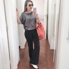 TUDO CINZA. A correria tá tão grande que nem consegui postar nada hoje. Mas, fiz um selfie a jato do meu look com a ousadia de misturar uma blusa de seda com calça de plush (tipo academia) e o velho Adidas nos pés. A prioridade hoje foi o conforto, mas nem por isso abrindo mão do estilo, né? Dei uma trégua p jeans, por enquanto. #lookopinobox #cinza #Grey #gray #casual #lookcasual #comfy #conforto #campinas #instacampinas