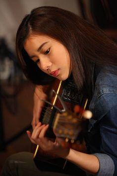 Ulzzang Korean Girl, Cute Korean Girl, Uzzlang Girl, Girl Face, Cold Girl, Girl Korea, Stylish Girl Images, Girl Photography Poses, How To Pose