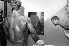 Bodybuilders Ken Graves and Eva Lipman Art Corner, Muscular Men, Street Photographers, Bodybuilding, In This Moment, People, Image, Wrestling, Humor