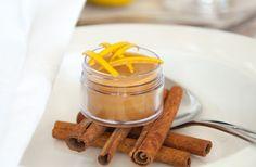 Trockene Lippen in der kalten Jahreszeit - wer kennt es nicht? Dieses Rezept für einen DIY Quitten-Zimt-Lippenbalsam bietet die Lösung. Viel Spaß beim Ausprobieren!