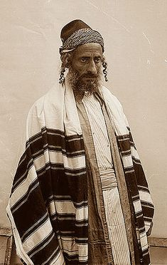 Notice how much black striping you see on this Yemenite tallit. The Chabad tallit also has a lot of black striping.