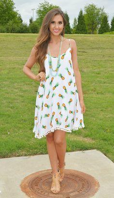 Okay, now this pom pom pineapple cutie is screaming summer lovin!