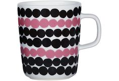 Marimekko Rasymatto Black / Pink Mug Pretty in pink. Perk up your morning coffee or afternoon tea with the delightful Marimekko Rasymatto Mug. Maija Louekari's classic Rasymatto (Rag Rug) pattern is refreshed with a pink and black . Marimekko, Scandinavian Living, Scandinavian Design, Kids Furniture, Furniture Design, Black And White Dishes, Stoneware Mugs, African Textiles, Linocut Prints