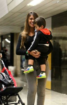 Antonella Roccuzzo, Messi And Wife, Little Babies, Cute Babies, Lional Messi, Leo, Fc Barcelona, Couple Goals, Soccer