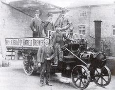 Hatfield Brewers on their steam lorry in Hertfordshire. Vintage Tractors, Vintage Trucks, Old Trucks, Classic Trucks, Classic Cars, Steam Tractor, Work Horses, Beer Brands, Transport