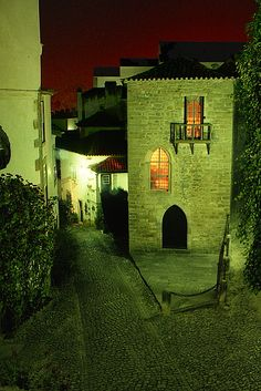 La nuit à  Obidos, Leiria Portugal Places In Portugal, Spain And Portugal, Douro Valley, King's Landing, Ellis Island, The Beautiful Country, Algarve, Portuguese, Wander