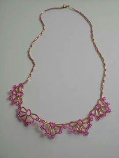Collar abanico rosa y dorado