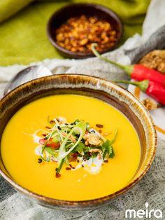 Chili-bataattikeitto - 600 g bataattia lohkottuna 2 kpl sipulia lohkottuna 2 rkl voita 1 tl Meira currya 2-3 kpl valkosipulinkynttä hienonnettuna 1/3 tl Meira chilirouhe tulista 1,2 lkasvis... Easy Meal Prep, Easy Meals, Soup Recipes, Healthy Recipes, Tasty, Yummy Food, Soup And Salad, Chili, Curry
