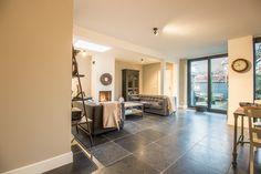 Belgisch Hardsteen Soft Finish Light Tone #living #livingroom #woonkamer #natuursteen #naturalstone #vloer #floor #flooring #tiles #tegels #fossiel #fossil #interieur #interior #interieurdesign #interiordesign