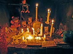 """Aspecto y ubicación originales de la animita de Exequiel, en imagen publicada en 1997 por el diario """"La Tercera"""".   Coordenadas: 33°24'59..."""