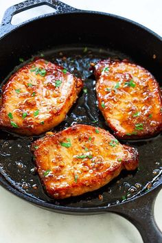 Boneless pork chops in a skillet. Fried Boneless Pork Chops, Asian Pork Chops, Honey Garlic Pork Chops, Juicy Pork Chops, Honey Garlic Sauce, Baked Pork Chops, Pork Chops With Sauce, Loin Chops, Pork Loin