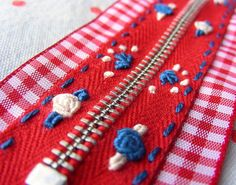 INSPIRATION ONLY, need to create account to view this site -- what a cute idea.embroidered zippers/ attached to ribbon Sewing Hacks, Sewing Tutorials, Sewing Crafts, Sewing Projects, Sewing Patterns, Sewing Tips, Embroidery Applique, Cross Stitch Embroidery, Embroidery Designs