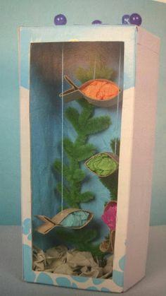 Pirilampice: É uma caixa de sapatos? Não! É aquário,um violão e uma casinha de bonecas!
