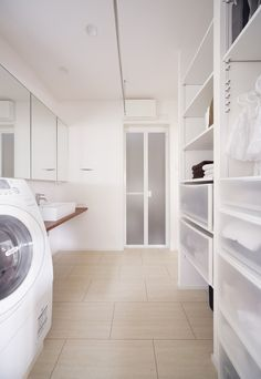 洗面室|施工アルバム|事例紹介|ディーアンドエイチ株式会社 Dream Home Design, House Design, Drying Room, Building Facade, Washroom, Laundry Room, Interior Architecture, Sweet Home, Home Appliances