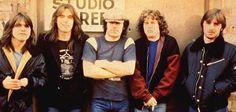 A saga do AC/DC em três livros