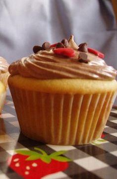 Cupcakes de vainilla rellenos de chocolate (receta de martha stewart)