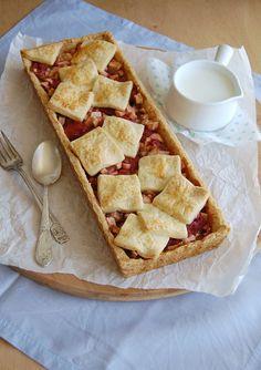 Patchwork strawberry & apple pie / Torta patchwork de morango e maçã by Patricia Scarpin, via Flickr