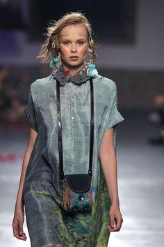 Desert Eves – Shirley Gil – Join the world of pin Runway Fashion, Boho Fashion, Womens Fashion, Fashion Show, Cool Outfits, Casual Outfits, Fashion Details, Fashion Design, Bohemian Mode