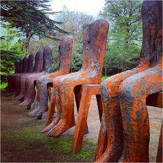 Sculpture gives me an Easter island sorta creepy vibe.. love it