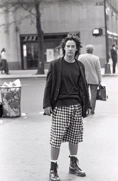 Keanu Reeves' Style Evolution, From Grunge Heartthrob To Ageless Wonder Keanu Reeves Young, Keanu Charles Reeves, Beautiful Men, Beautiful People, Keanu Reaves, Posters Vintage, Back In The 90s, Pretty Boys, Role Models