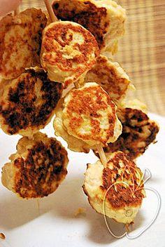 Albóndigas de pollo y de harina de garbanzos, en brocheta   -  Chicken meatballs and chickpea flour on skewer