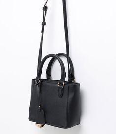 Classic Handbags, Cute Handbags, Best Purses, Girl Backpacks, Girls Bags, Casual Bags, Luxury Bags, Fashion Bags, Bag Accessories