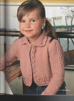 Bellissima giacchina rosa anticoper ragazzina lavorata ai ferri con un bel motivo su i bordi e il collo.  fonte:http://www.microsofttranslator.com/b