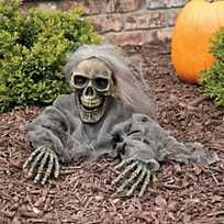 This animated Halloween decoration will give your Halloween guests a scary surprise! This zombie skeleton is the perfect outdoor Halloween decoration that will turn your yard into a scary graveyard. Halloween Skeleton Decorations, Cool Halloween Costumes, Halloween Party Decor, Holidays Halloween, Spooky Halloween, Paper Halloween, Cheap Halloween, Vintage Halloween, Adornos Halloween