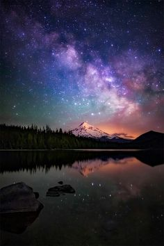 Milky Way galaxy as drifts beyond Mt. Hood, as seen from the beautiful Lost Lake in Oregon [OC] The Milky Way galaxy as drifts beyond Mt. Hood, as seen from the beautiful Lost Lake in Oregon MehrThe Milky Way galaxy as drifts beyon. Beautiful Sky, Beautiful Landscapes, Beautiful Places, Ciel Nocturne, Galaxy Wallpaper, Hd Wallpaper, Wallpaper Space, Night Sky Wallpaper, Trendy Wallpaper