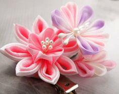 Lirio de agua rosa y una mariposa - pinza de pelo de tela flor Tsumami Kanzashi