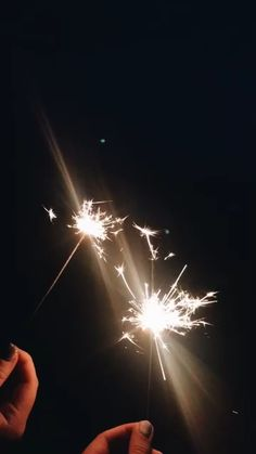Cool Instagram Pictures, Creative Instagram Stories, Instagram Story Ideas, Night Aesthetic, Aesthetic Videos, Aesthetic Backgrounds, Beautiful Beach Pictures, Fireworks Photography, Happy Birthday Video