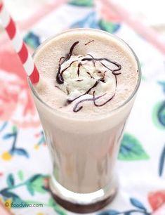 Coffee milkshake prepared with brewed coffee (or instant coffee powder), milk and ice cream is a best alternative to cold coffee. Coffee Milkshake, Coffee Shake, Coffee Mix, Coffee Ice Cream, Fruit Milkshake, Easy Coffee, Latte, Milkshake Recipes, Milkshakes
