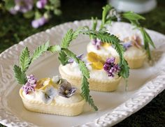 Cream-Filled White Chocolate Baskets Here's the recipes! These pretty Cream-Filled White Chocola Mini Sandwiches, Finger Sandwiches, Easter Recipes, Tea Recipes, Dessert Recipes, Spring Recipes, Easter Chocolate, White Chocolate, Cake Chocolate